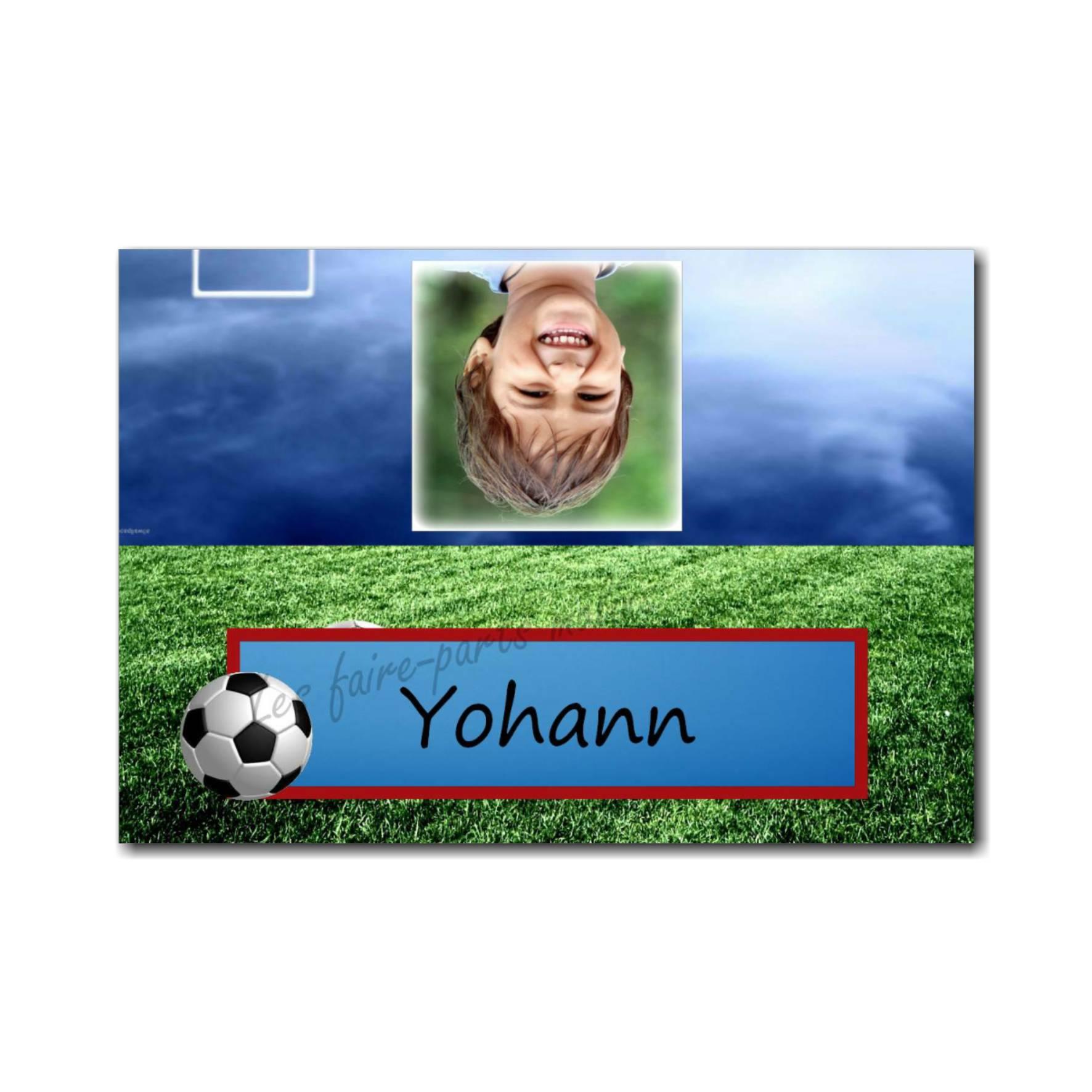 Marque-place bleu avec ballon de foot et photo