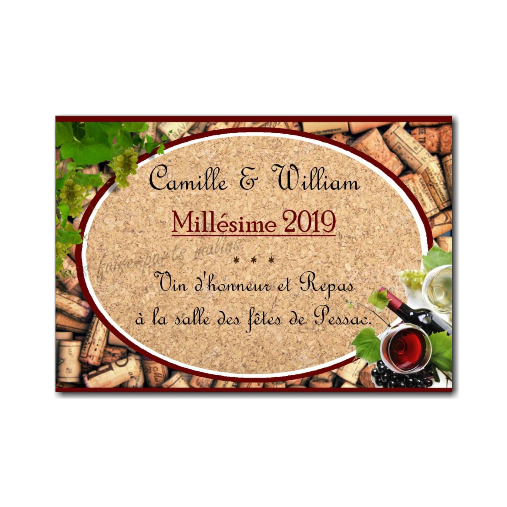 petite carte repas bouteille de vin avec raisin et vigne