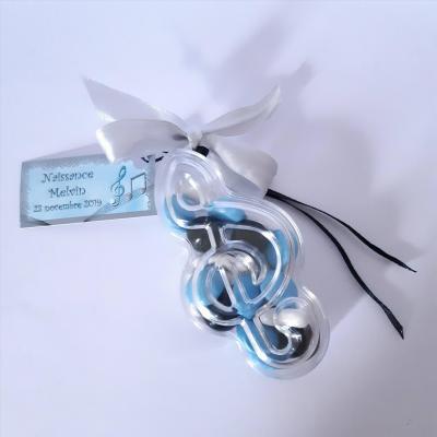boite en clé de sol avec étiquette dragées musique bleu