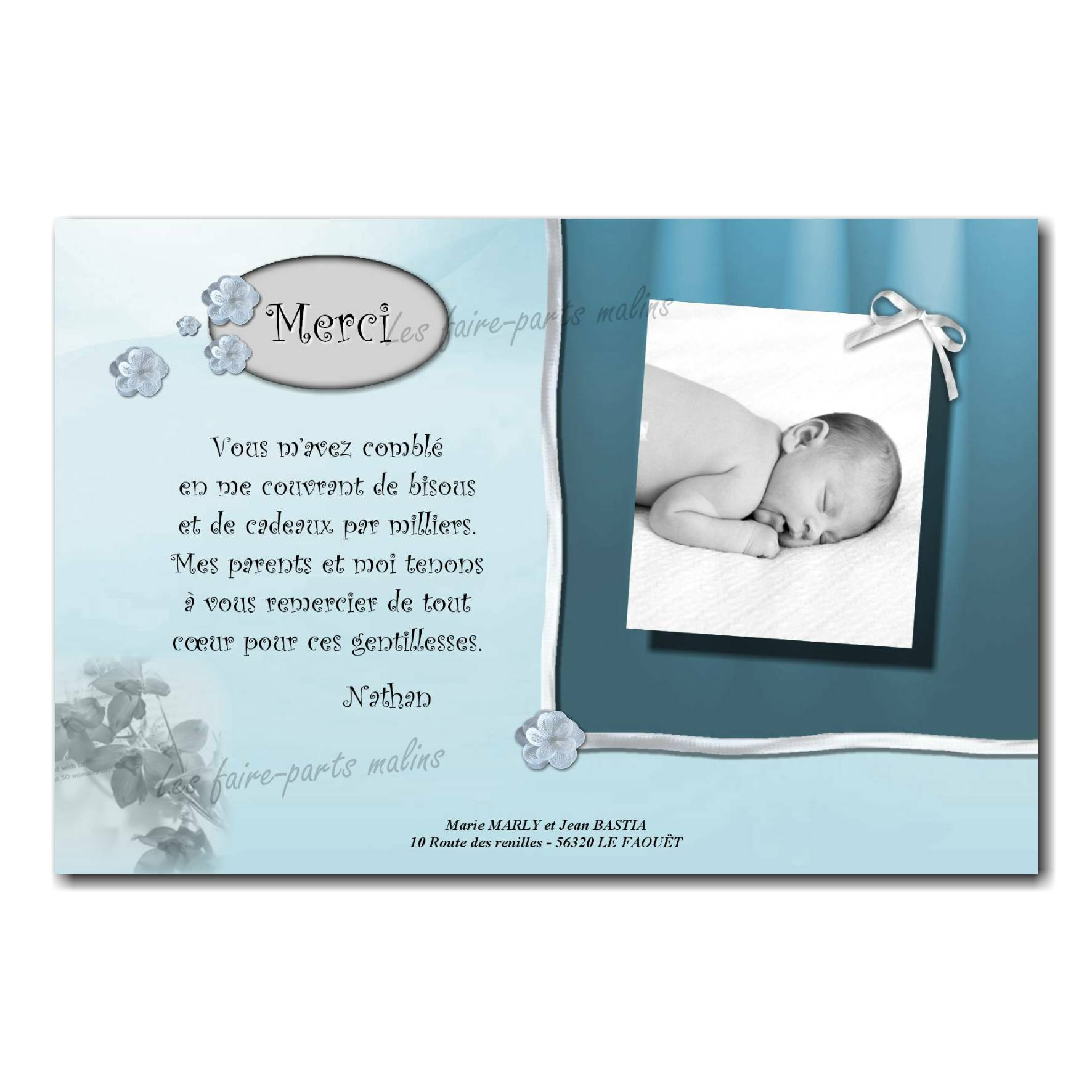 carte de remerciements bleu et blanc petite fleur et ruban