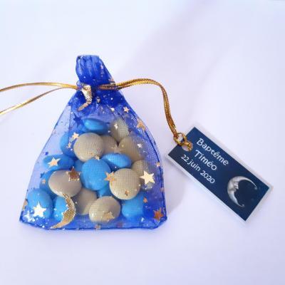 pochon dragées bleu avec étoiles dorées avec étiquette lune