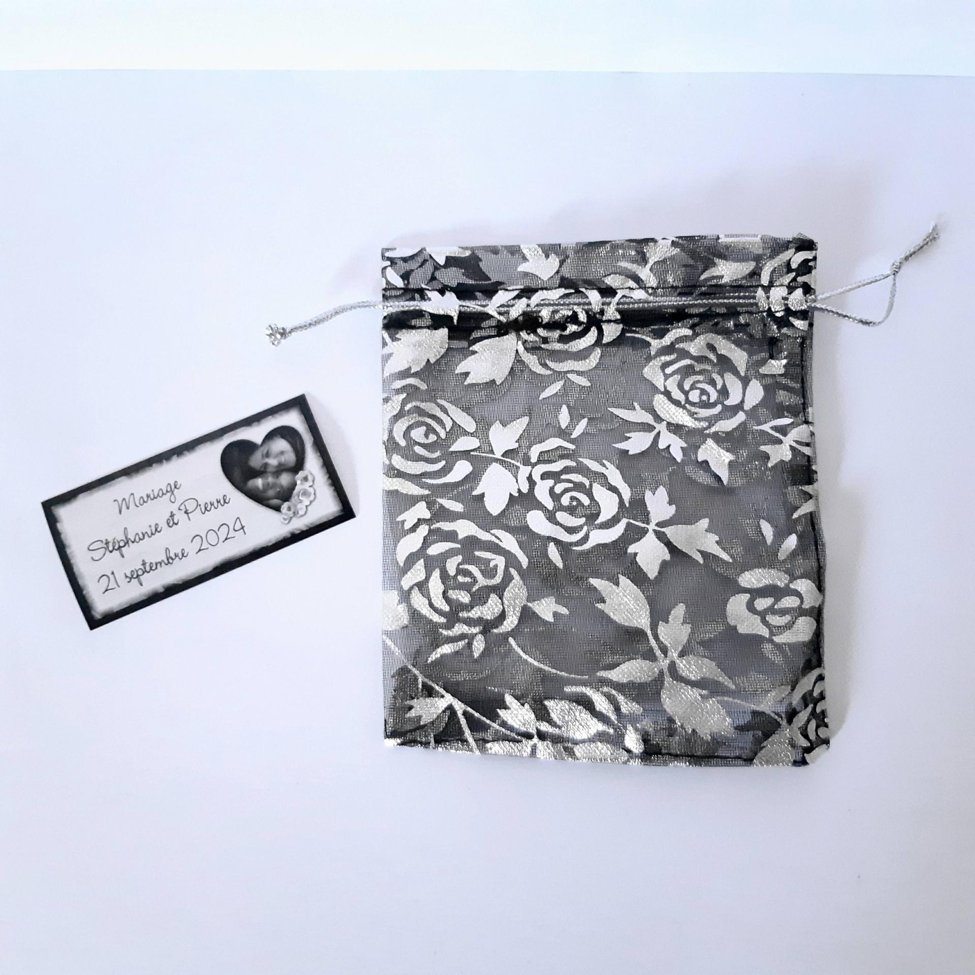 sachet organza fleur noir et blanc argenté