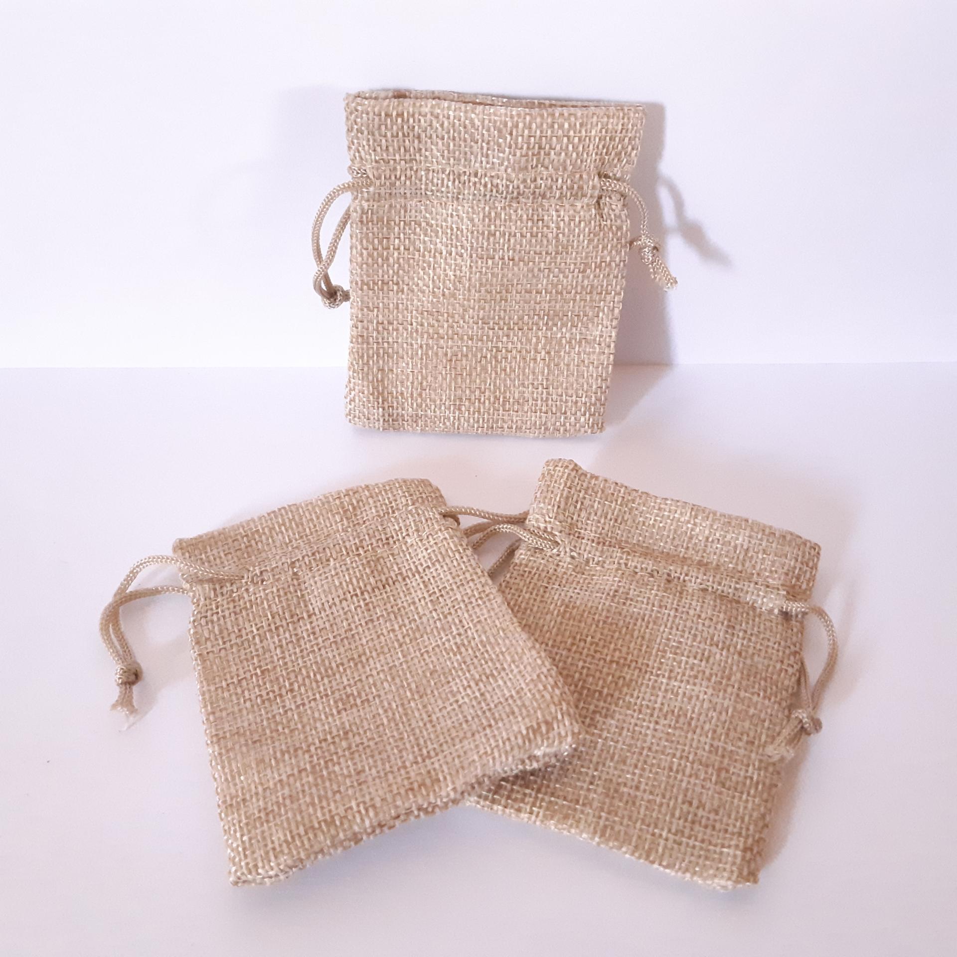 3 sacs de jute clair couleur blé