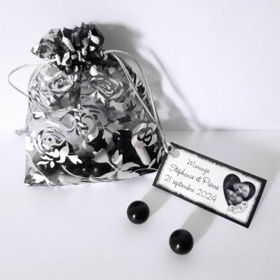 sachet en organza avec fleur noir argentée