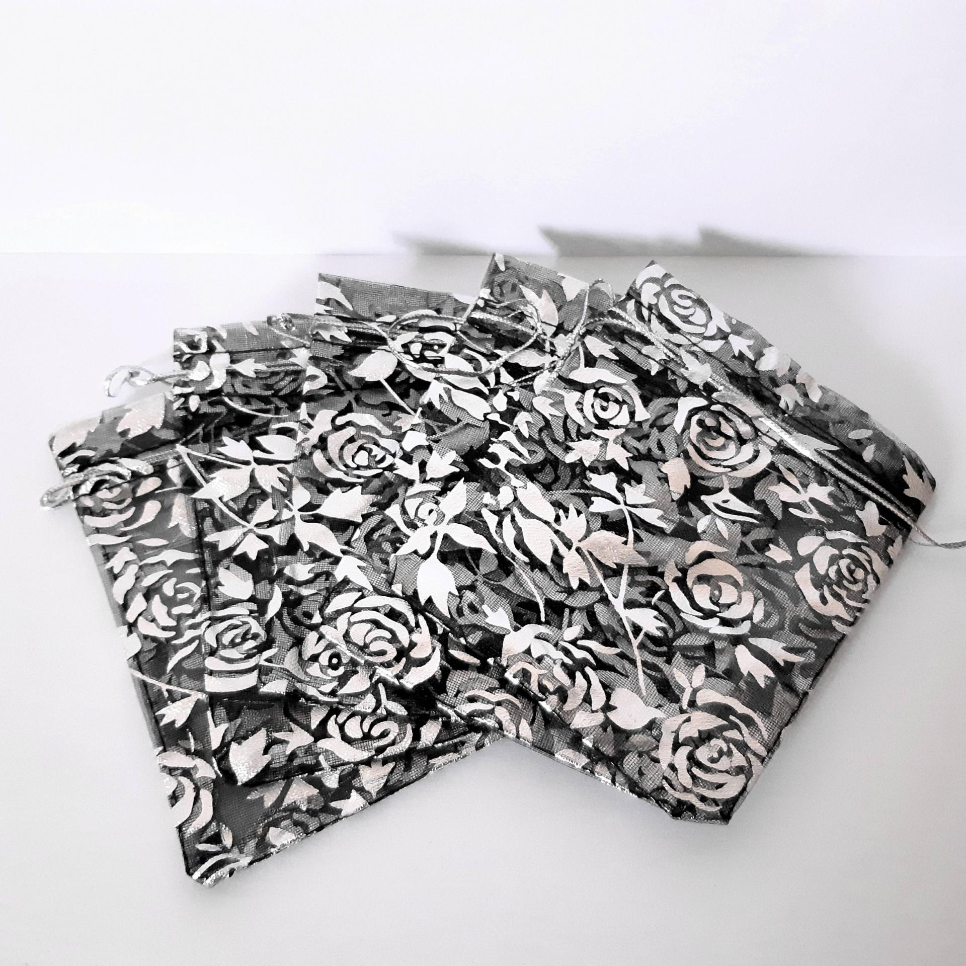 lot de 5 sachets en organza fleur en noir et blanc